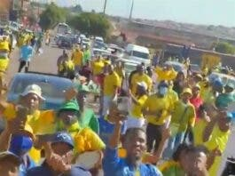 Angry Mamelodi Sundowns supporters swear at former coach Pitso Mosimane and his mom